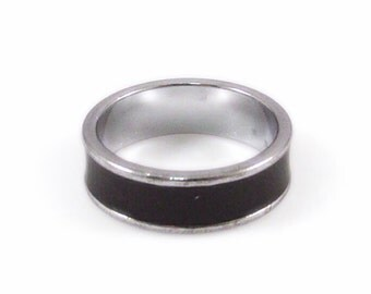 Simple Black and Silver Tone Band Ring - Size 7