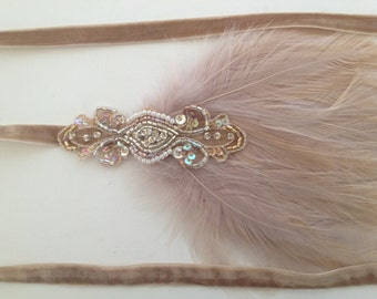 Gold 1920s Headband great Gatsby headpiece, beige feather wedding fascinator 1920s flapper fascinator beaded Art Deco Champagne Speakeasy