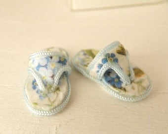 miniature dollhouse flip flops -1/12 scale