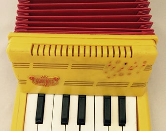 Emenee Toy Keyboard Accordian
