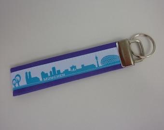 "keyring pendant ""München"" ""Munich"" white, turquoise on purple"