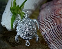 Sea Turtle Magnetic Clasp. (M16S) Original Design and New Arrival: silver plated with rhinestones. Ocean lover must see!!