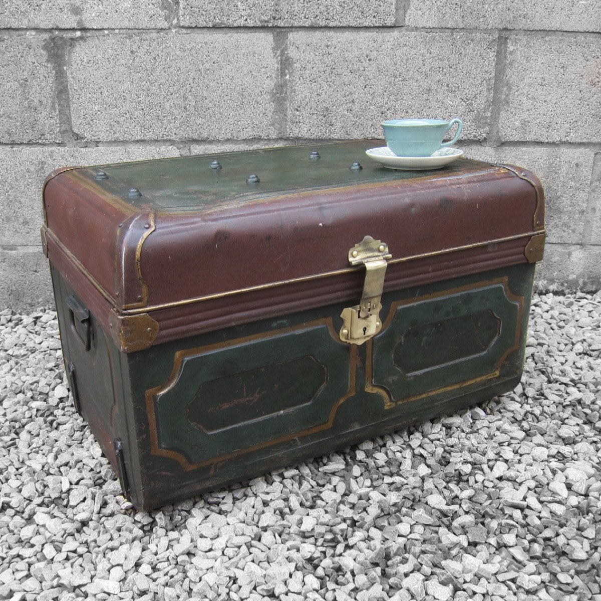 Vintage Industrial 1930s Old Steel Travel Trunk Chest Box Perfect Coffee Table Storage Haute