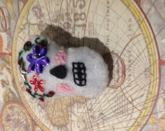 Sugar skull;brooch;handmade;embroidered;day of the dead;roses;cosplay;costume