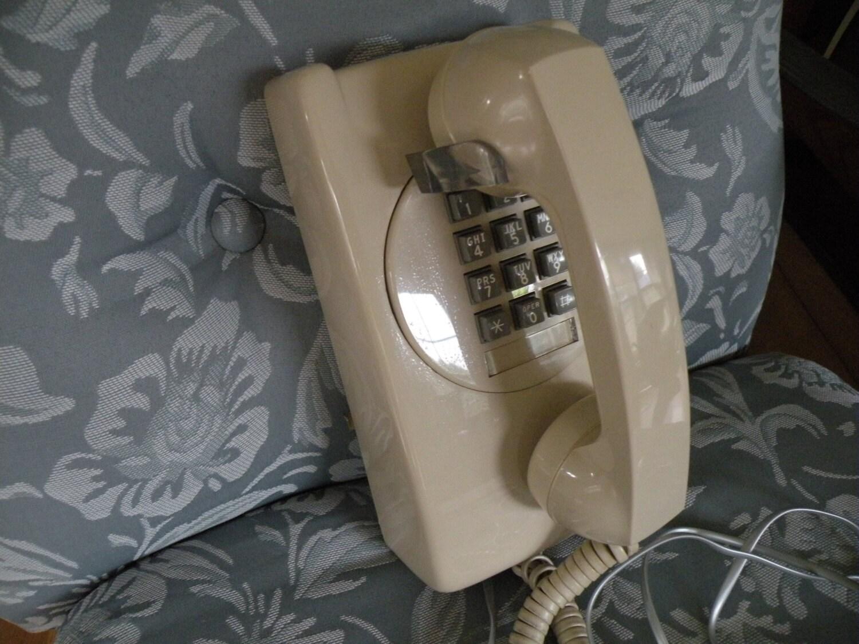 Vintage t l phone mural cru t l phone par traincasesandmore for Telephone mural 1970