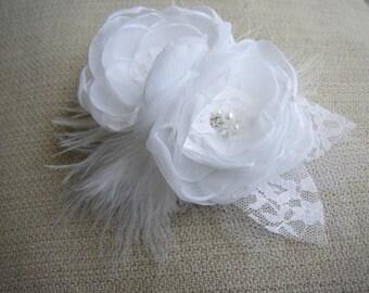 White Hair Flowe, Bridal Hair Accessories, Large Hair Piece, Feather Hair Clip, Bridal Head Piece, Wedding Hairpiece, White Hair Fascinator