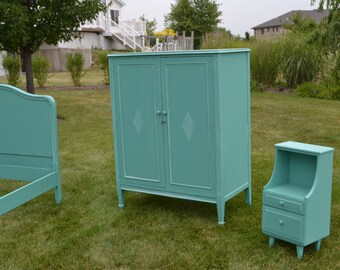 Dresser/ amoire /chest painted turquois 6 drawer clothes amoire