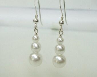 Pearl drop bridal earrings Sterling Silver graduating white or cream pearl wedding earrings, pearl wedding jewelry bridesmaid jewellery gift