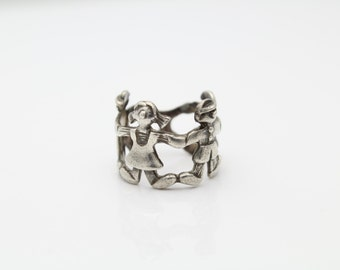 Vintage Sterling Silver Ring around Rosie Children Ring Size 4. [4351]