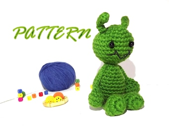 PATTERN - Ozzie the alien, Amigurumi Alien pattern, Crochet Alien pattern, Doll pattern, Crochet pattern