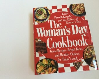 Hardcover The Woman's Day Cookbook