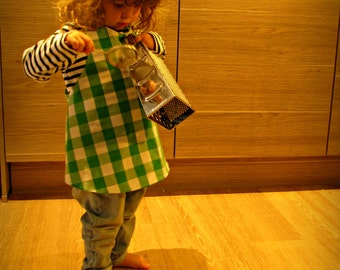 Gingham apron for toddlers, green and white