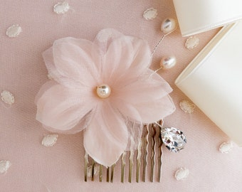bridal hair comb, bridal hair comb with silk flower, silk flower hair comb, bridal accessory, pearl hair comb, Swarovski hair comb