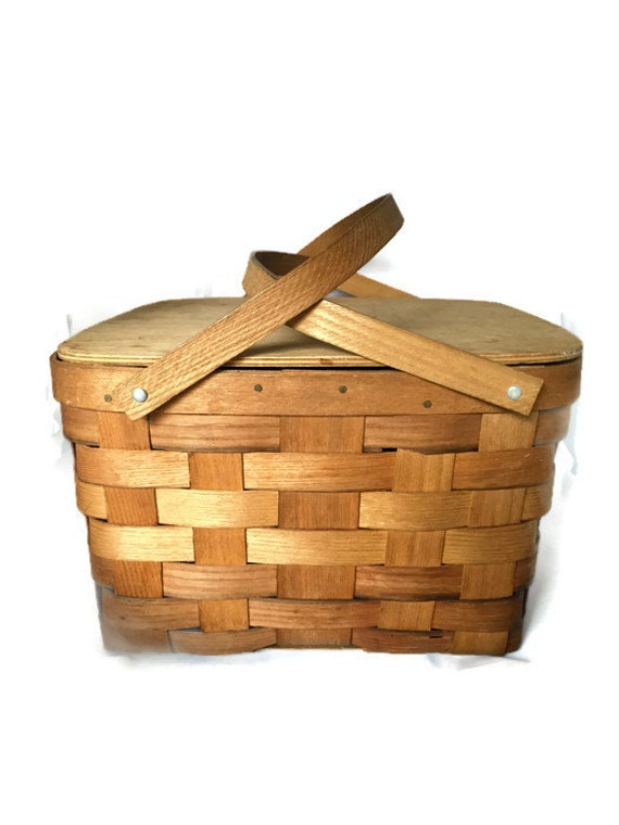 Picnic Basket Pie : Vintage wicker basket picnic with pie shelf