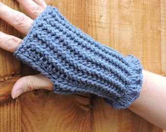 Fingerless Gloves in Blue