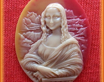 2 Classic Da Vinci MONA LISA Dark Ivory Color on a Two Tone Shell Look Color Background 40mm x 30mm Resin CAMEOS Lot for Costume Jewelry
