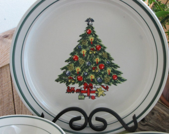 Vintage Christmas Tree Stoneware Holiday Dinnerware Set Service for Four (4)
