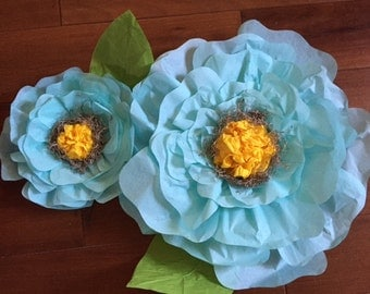 Set of two tissue flowers