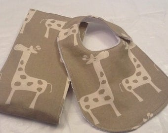 Giraffe baby bib and burp cloth set in taupe and white on Oso Cozy diaper