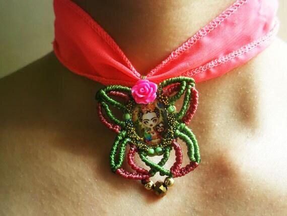 Gargantilla Frida Kahlo en Macrame , Mariposa de Macrame , Joyeria Micro Macrame, Summer Trendy