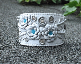White leather floral cuff bracelet. Jewelry leather. White and blue.