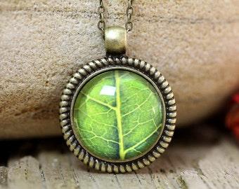 Green Leaf Pendant,Green Leaf Necklace,Botanical Jewelry,Nature Necklace,Leaf Necklace,Botanical Necklace,Nature Jewelry,Green Pendant