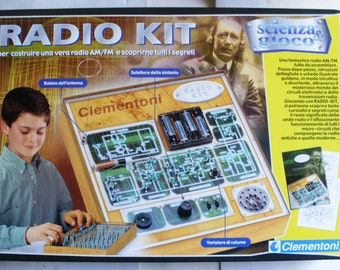 new box containing the RADIO-Kit to build, with fun,one real receiving radio waves in AM-FM -built in Italy by Clementoni in the years1980/5