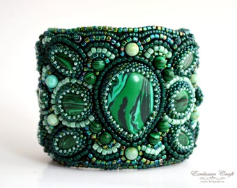 Wide green bead embroidery bracelet, malachite bracelet, green accessories, custom jewelry, malachite jewelry, handmade accessories, unique
