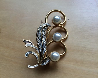 Faux Pearl and Filagree Gold Toned Pin