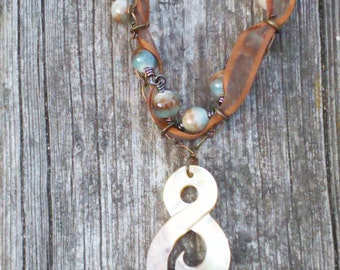 Shell & Ribbon Earth Necklace