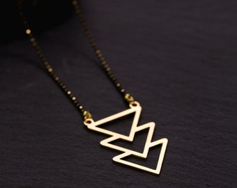 3 Triangles gold necklace