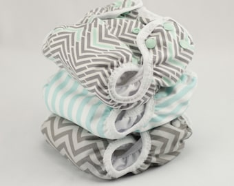 Set of 3 Newborn Cloth Diapers with umbilical cord snaps - Gray & Mint