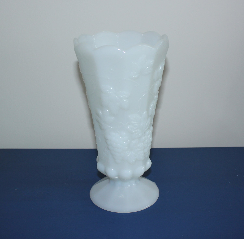 milk glass vase grapevine vase flower vase vintage by. Black Bedroom Furniture Sets. Home Design Ideas