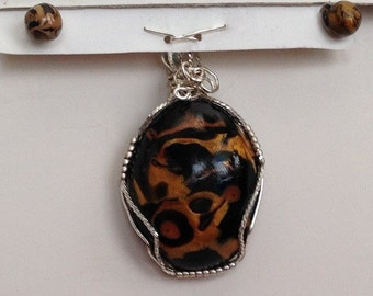 WP/E035 Wire wrapped jungle print pendant and earring set