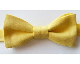 Yellow Bowtie / yellow wedding / bright yellow bow / mens bowtie / boys bowtie / wedding bowtie / groomsmen bow ties / golden yellow bowtie