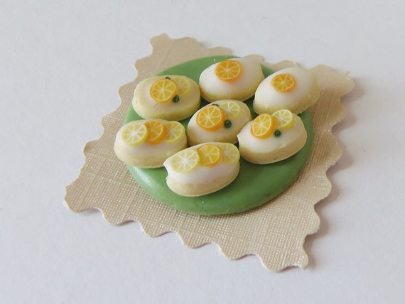 ... iced cakes with orange and lemon decoration - Dollhouse miniature food