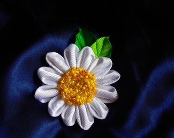 Daisy flower hairclip