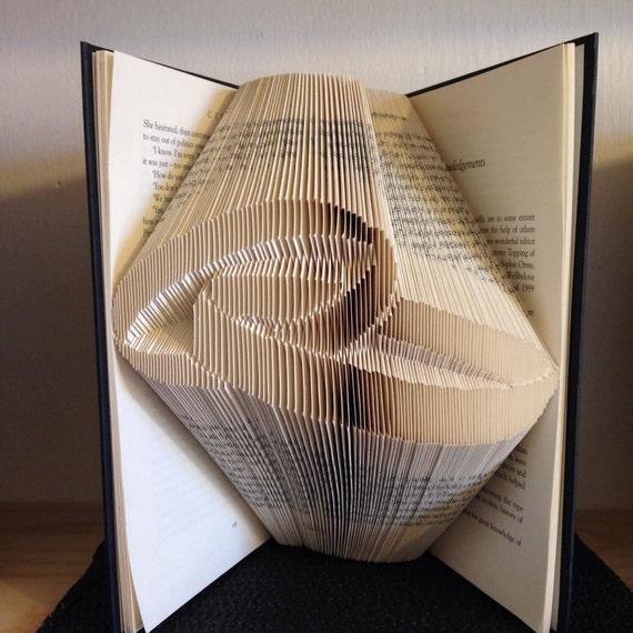 book folding pattern for a set of wedding rings wedding. Black Bedroom Furniture Sets. Home Design Ideas