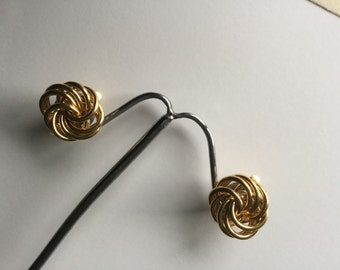 Vintage Trifari Gold Tone entwined Circles Clip On Earrings