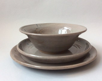 Stoneware Place Setting in Speckled Gray