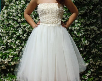 Wedding  strapless dress with delicate skirt in tulle and bodice with little flowers