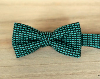 Bow 42. Geometría II/ Geometry II/ Géométrie II. Handmade bowtie made with high quality printed fabric.
