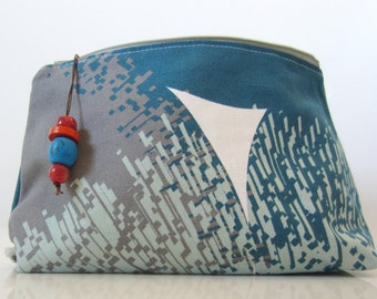 Free shipping! Zippered medium pouch with flat bottom in blue and grey!