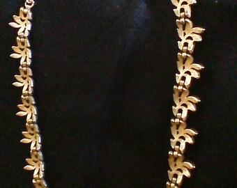 VINRAGE TRIFARI  Leaf Cluster Necklace, Gold Leaf Necklace, Vintage Jewelry,