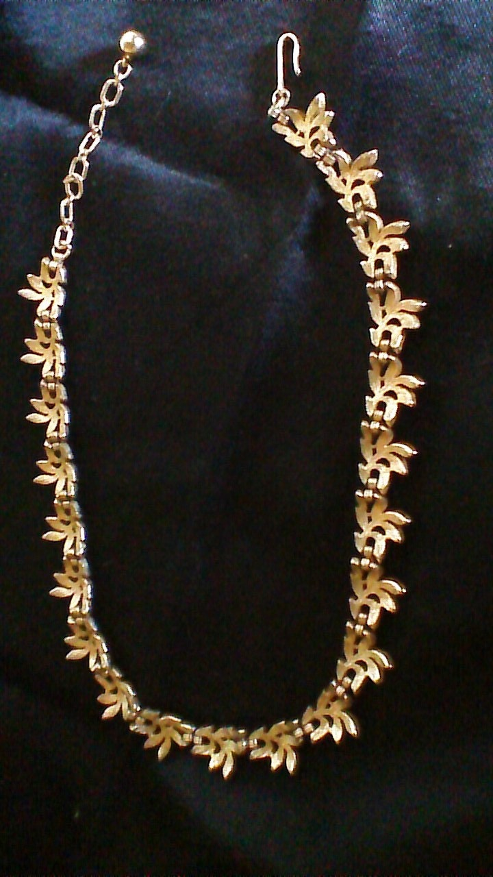 trifari leaf cluster necklace