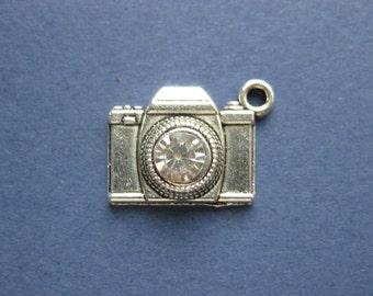 5 Camera Charms -  Camera Pendants - Camera Charm Pendant - Antique Silver- 19mm x 15mm -- (No.16-10321)