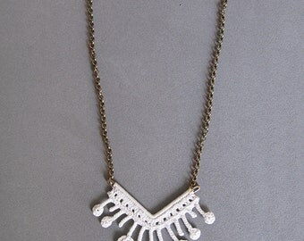 Summer crochet necklace with seashell