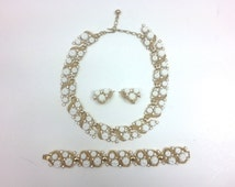 Trifari Jewelry Parure 1950s Gold White Flower Necklace & Earrings
