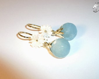 Aquamarine gold earrings with mother of Pearl flower