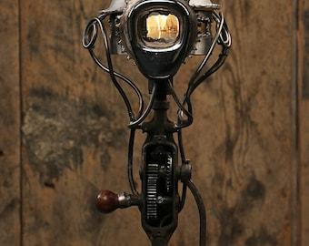 steampunk lampe industrial design metall wasserrohr. Black Bedroom Furniture Sets. Home Design Ideas